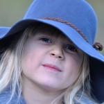 Menina de chapeu Blog